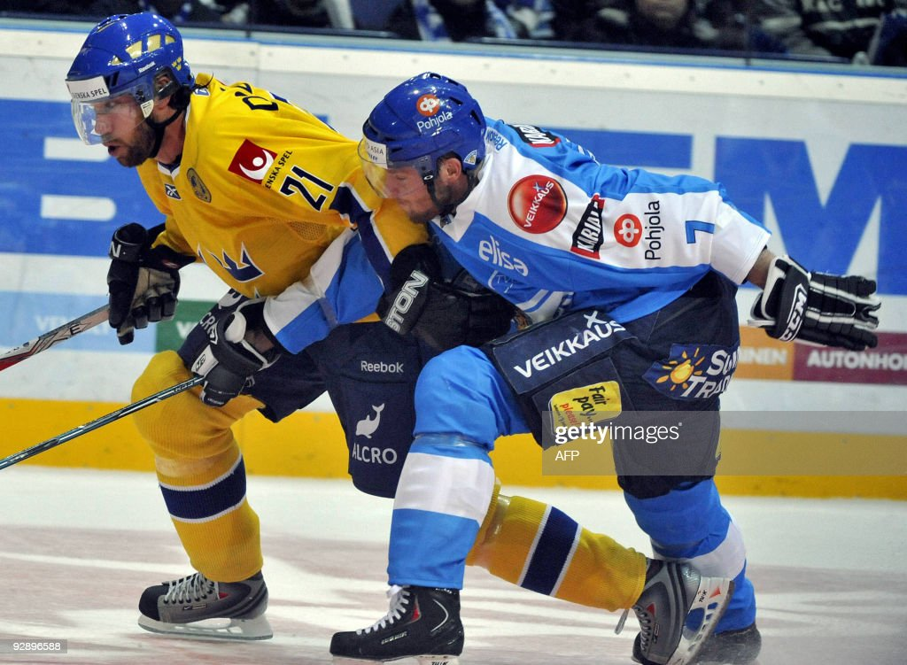 Finland's Mikko Mäenpää vies with Sweden's Peter Forsberg during their Euro Hockey Tour ice hockey match on November 8 2009 in Helsinki AFP PHOTO/...