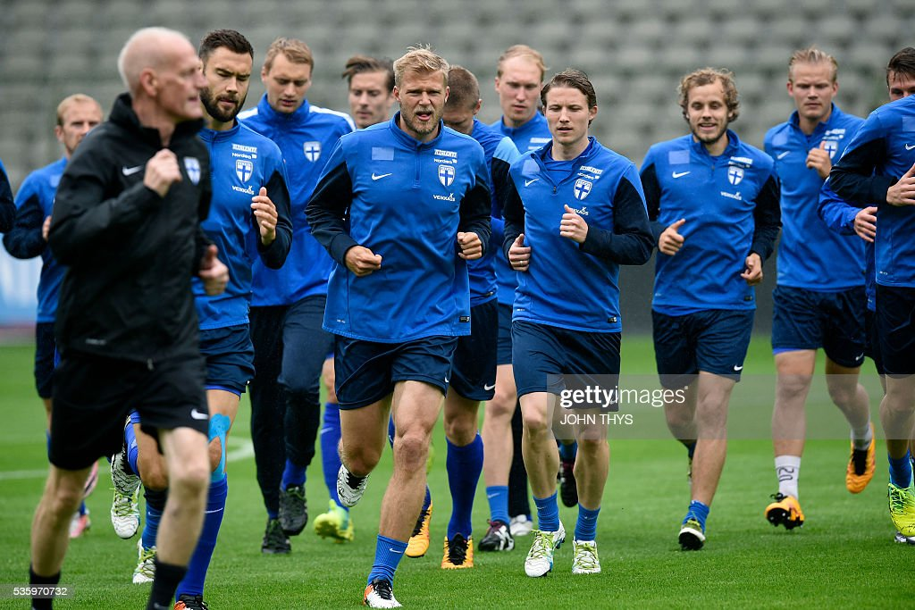Finland's players run during a training session on the eve of the friendly football match between Belgium and Finland on May 31, 2016, in Brussels. / AFP / BELGA / JOHN THYS / Belgium OUT