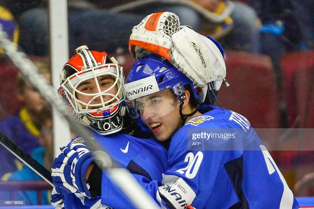 Finland's Teuvo Teravainen (R) hugs the goalie Juuse Saros after the victory by 5-3 in the World Junior Hockey Championships quarter final between Finland and Czech Republic at the Malmo Arena in Malmo, Sweden, on January 2, 2014. AFP PHOTO / TT NEWS AGENCY / LUDVIG THUNMAN / SWEDEN OUT