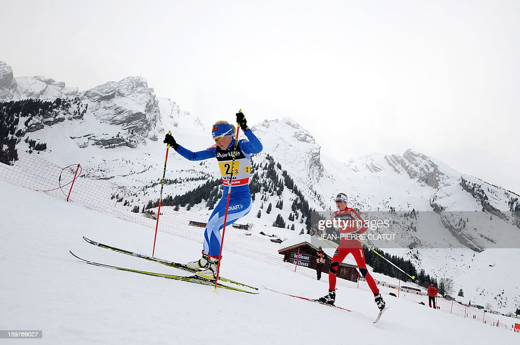 Finn Riitta-Liisa Roponen (L) competes in the Ladies's Nordic skiing combined World Cup relay (4 x 5 km) on January 20, 2013 in La Clusaz, eastern France.