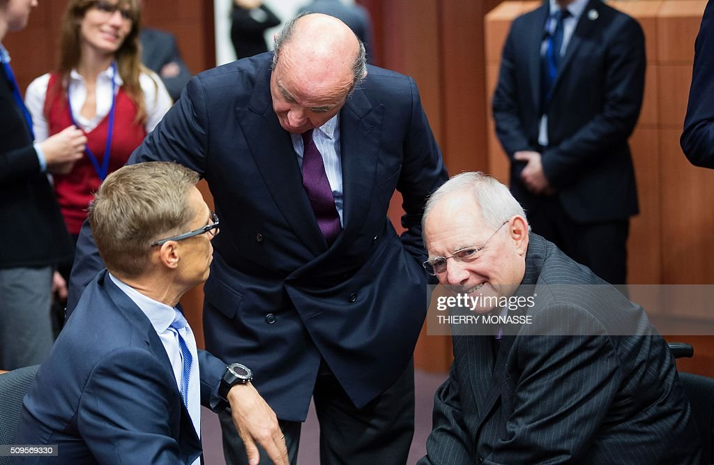 Finnish Finance Minister Alexander Stubb, Spanish Minister of Economy and Competitiveness Luis De Guindos Jurado, and German Finance Minister Wolfgang Schäuble speak prior to a meeting of Eurogroup ministers at the European Council headquarters in Brussels on February 11, 2016. / AFP / THIERRY MONASSE