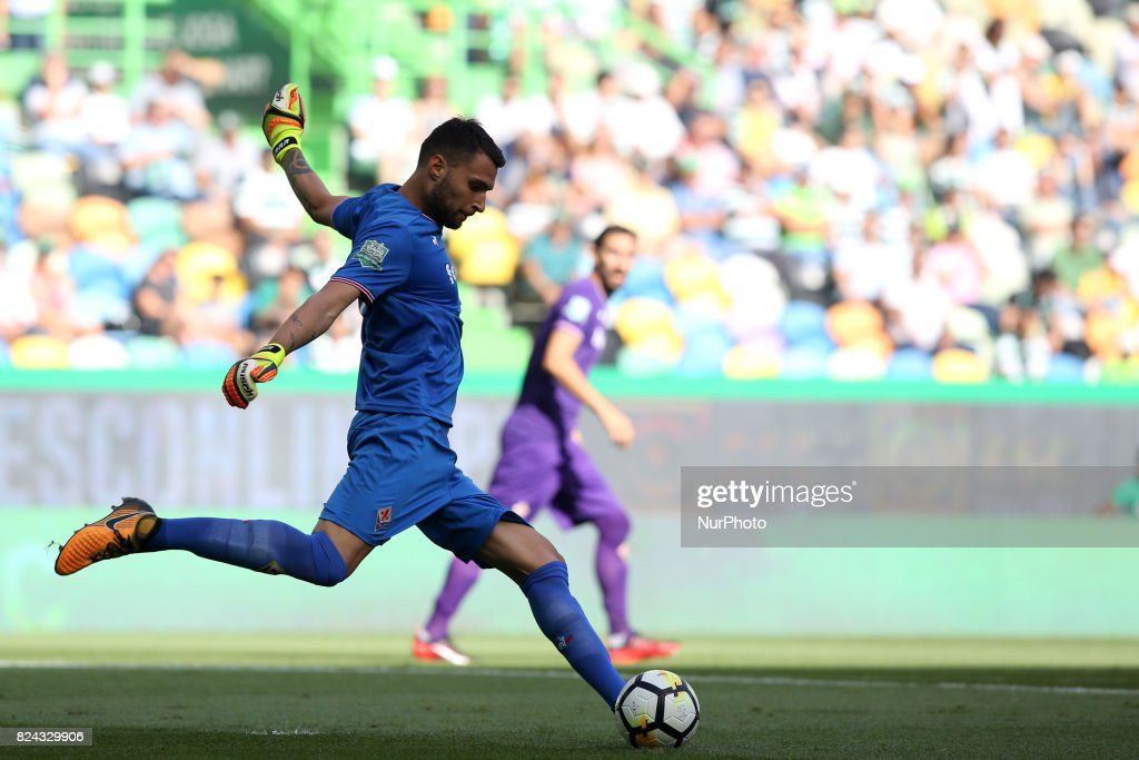 Fiorentina goalkeeper Marco Sportiello from Italy in action during the Trophy Five Violins 2017 final football match Sporting CP vs ACF Fiorentina at Alvadade stadium in Lisbon, Portugal on July 29, 2017.