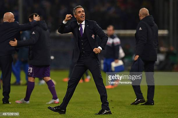 Fiorentina head coach Paulo Sousa celebrates victory at the end of the Serie A match between UC Sampdoria and ACF Fiorentina at Stadio Luigi Ferraris...