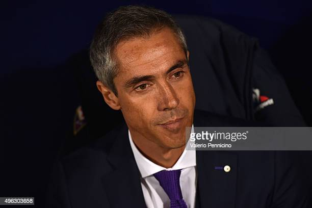 Fiorentina head coach Paulo Sousa looks on during the Serie A match between UC Sampdoria and ACF Fiorentina at Stadio Luigi Ferraris on November 8...