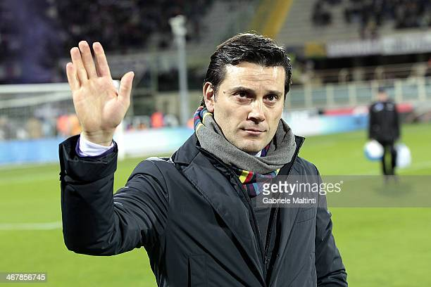 Fiorentina head coach Vincenzo Montella shouts instructions to his players during the Serie A match between ACF Fiorentina and Atalanta BC at Stadio...