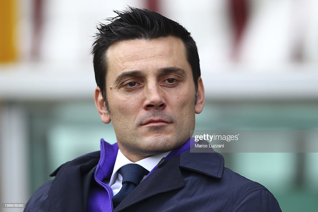 Fiorentina manager Vincenzo Montella looks on before the Serie A match between Torino FC and ACF Fiorentina at Stadio Olimpico di Torino on November 25, 2012 in Turin, Italy.