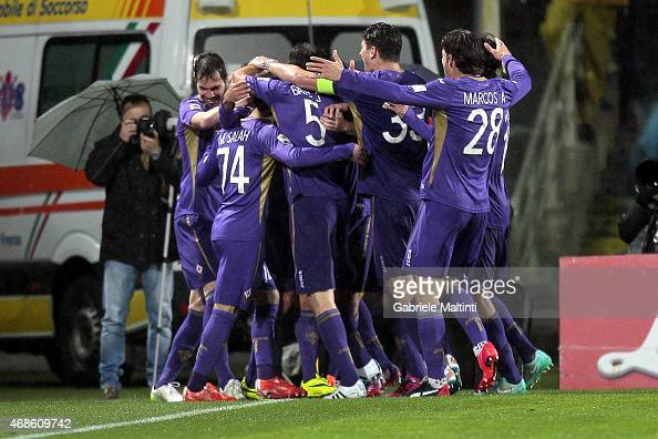 Fiorentina players celebrate a goal scored by Alessandro Diamanti during the Serie A match between ACF Fiorentina and UC Sampdoria at Stadio Artemio...