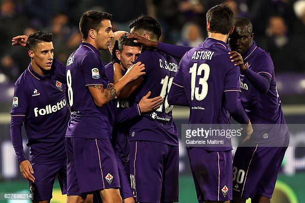 Fiorentina players celebrate a goal scored by Federico Bernardeschi during the Serie A match between ACF Fiorentina and US Citta di Palermo at Stadio...