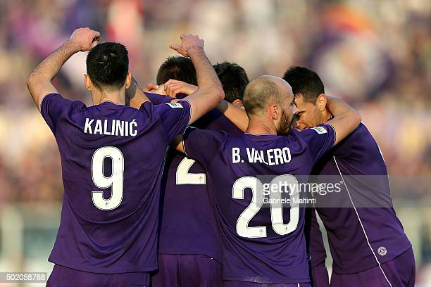 Fiorentina players celebrate a goal scored by Josip Ilicic during the Serie A match between ACF Fiorentina and AC Chievo Verona at Stadio Artemio...