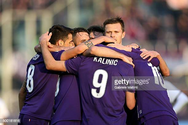 Fiorentina players celebrate a goal scored by Milan Badelj during the Serie A match between ACF Fiorentina and Udinese Calcio at Stadio Artemio...