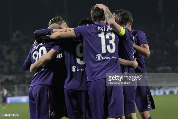 Fiorentina players celebrate a goal scored by Riccardo Saponara during the Serie A match between ACF Fiorentina and FC Torino at Stadio Artemio...