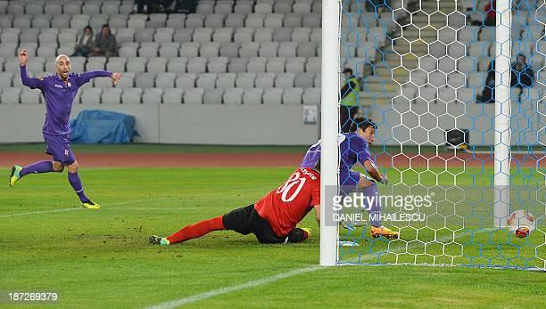 Fiorentina's Brazilian striker Ryder Matos scores during the UEFA Europa League football match CS Pandurii Targu Jiu vs ACF Fiorentina in ClujNapoca...