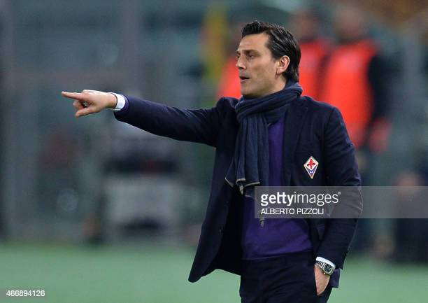 Fiorentina's coach Vincenzo Montella reacts during the round of 16 second leg Europa League football match As Roma vs Fiorentina on March 19 2015 at...