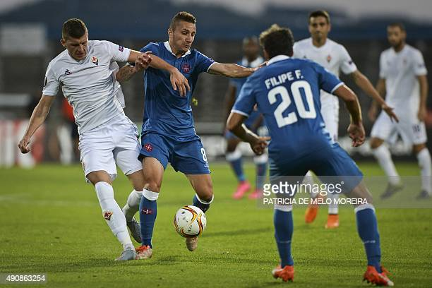 Fiorentina's Croatian forward Ante Rebic vies with Belenenses' midfielder Andre Sousa during the UEFA League Group I football match Os Belenenses vs...