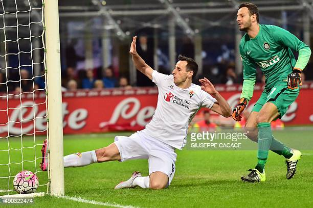 Fiorentina's Croatian forward Nicola Kalinic kicks to score flanked by Inter Milan's Slovenian goalkeeper Samir Handanovic during the Serie A...
