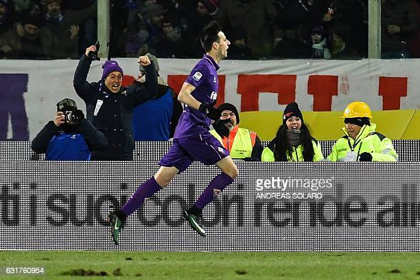 Fiorentina's Croatian forward Nikola Kalinic celebrates after scoring during the Italian Serie A football match between Fiorentina and Juventus at...