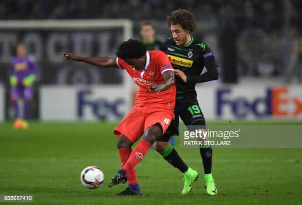 Fiorentina's defender from Colombia Carlos Sanchez and Moenchengladbach's US midfielder Fabian Johnson vie for the ball during the UEFA Europa League...