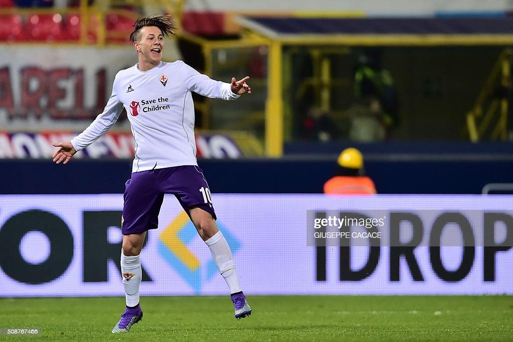 Fiorentina's forward from Italy Federico Bernardeschi celebrates after scoring during the Italian Serie A football match Bologna vs Fiorentina at 'Renato Dall'Ara' Stadium in Bologna on Febrauary 6, 2016. / AFP / GIUSEPPE CACACE