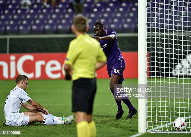 Fiorentina's forward from Senegal Khouma Babacar celebrates after scoring during the Europa League football match between Fiorentina and Qarabag at...