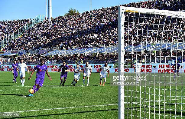 Fiorentina's forward from Senegal Khouma Babacar scores a penalty during the Italian Serie A football match Fiorentina vs Frosinone at the Franchi...