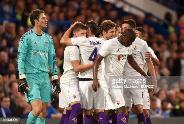 Fiorentina's Gonzalo Rodriguez celebrates scoring his side's first goal of the game with teammates as Chelsea goalkeeper Asmir Begovic stands dejected