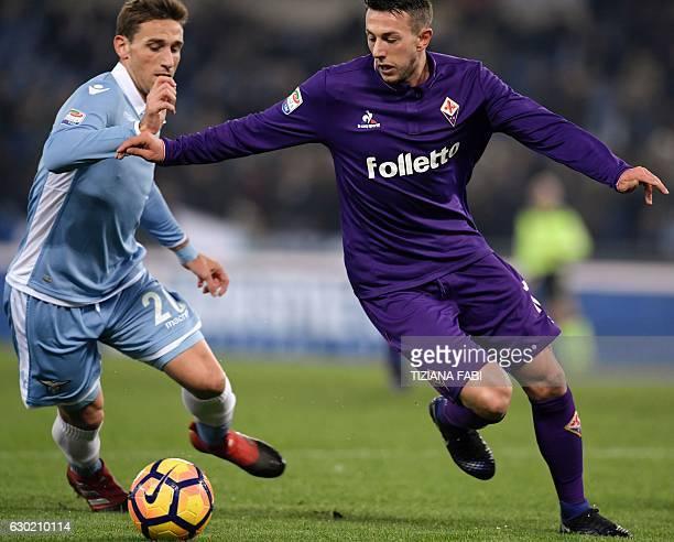 Fiorentina's Italian forward Federico Bernardeschi vies for the ball with Lazio's Argentinian midfielder Lucas Biglia during the Serie A football...