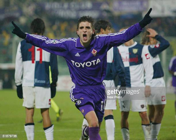 Fiorentina's Javier Portillo celebrates after scoring against Chievo Verona during the Italian Serie A match between Fiorentina and Chievo Verona at...