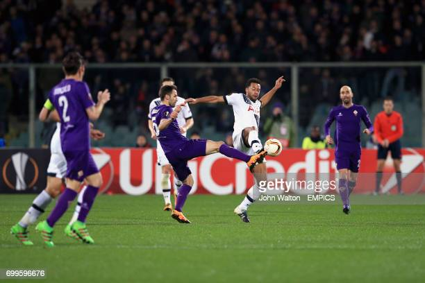 Fiorentina's Milan Badelj and Tottenham Hotspur's Mousa Dembele battle for the ball