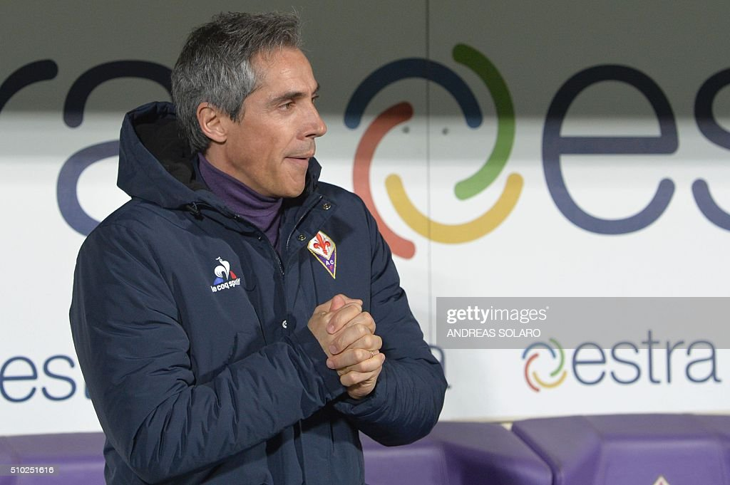 Fiorentina's Portuguese coach Paulo Sousa looks on before the Italian Serie A football match Fiorentina vs Inter Milan, on February 14, 2016 at the Artemio Franchi stadium in Florence. / AFP / ANDREAS SOLARO