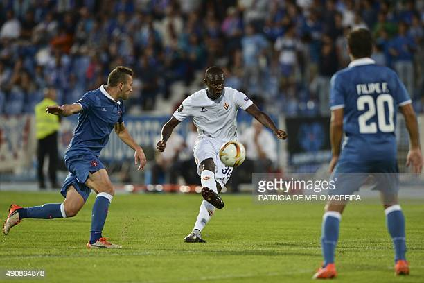 Fiorentina's Senegalese forward Khouma Babacar vies with Belenenses' midfielder Andre Sousa during the UEFA League Group I football match Os...