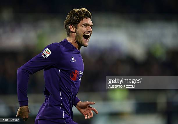 Fiorentina's Spanish defender Marcos Alonso Mendoza celebrates after scoring a goal during the Italian Serie A football match between Acf Fiorentina...