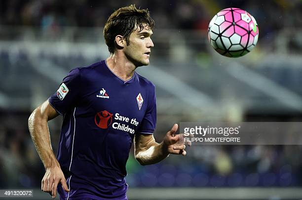 Fiorentina's Spanish defender Marcos Alonso Mendoza plays the ball during the Italian Serie A football match Fiorentina vs Atalanta at the Artemio...