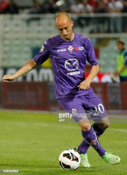 Fiorentina's Spanish midfielder Borja Valero controls the ball during the Italian Serie A football match Pescara Calcio vs ACF Fiorentina on May 19...