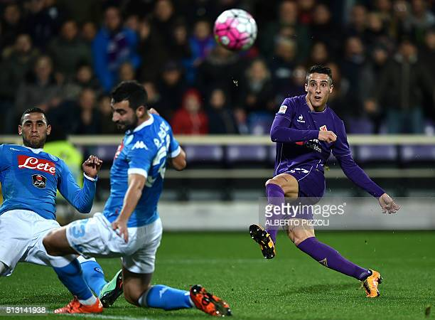 Fiornetina's Spanish forward Tello eyes the ball during the Italian Serie A football match between Acf Fiorentina and Napoli on February 29 2016 at...