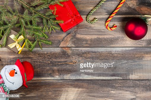 Fir tree branches with gift box, cane candies, christmas ball : Foto stock