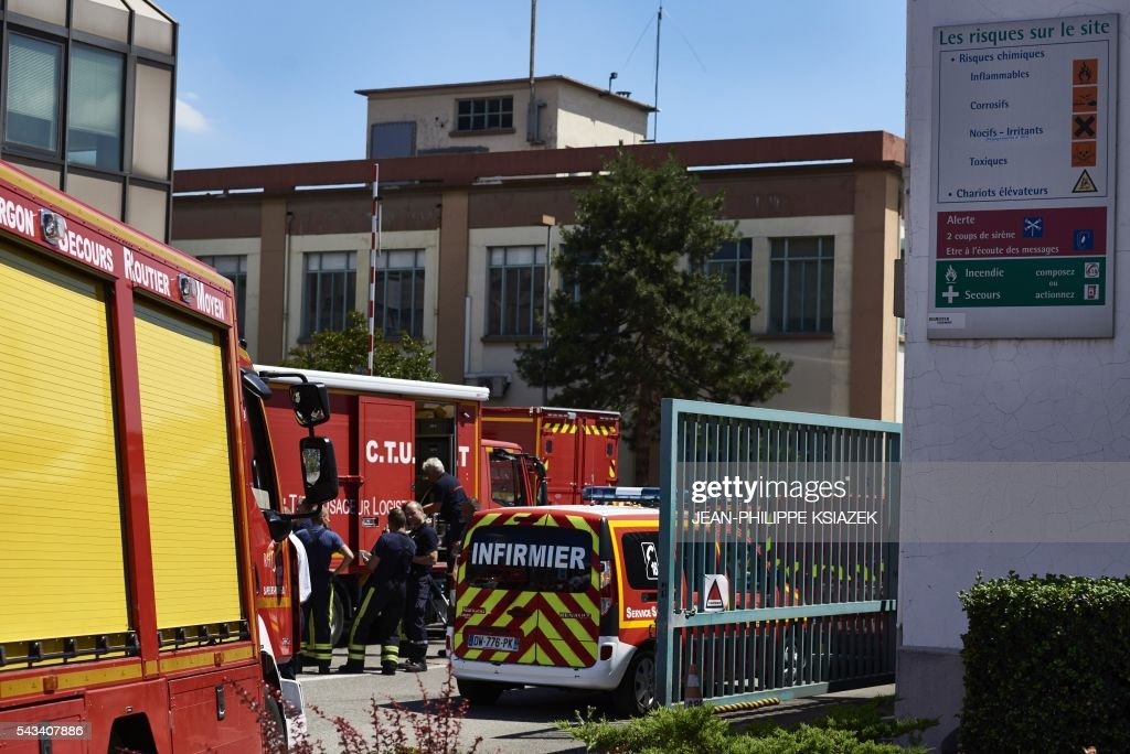 Fire brigades put out a fire at the Bluestar Silicones chemical plant, classified Seveso, on June 28, 2016 in Saint-Fons, near Lyon. / AFP / JEAN
