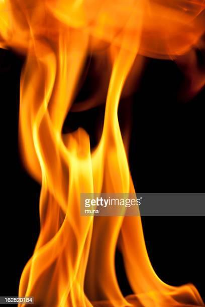 リフトアーム、暖炉の炎を燃やす、黒色の背景
