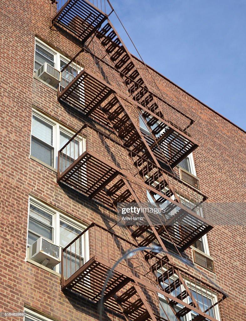 escalier de secours new york photo getty images. Black Bedroom Furniture Sets. Home Design Ideas