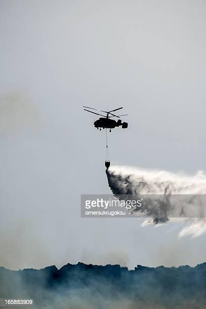 Hélicoptère lutte contre les incendies