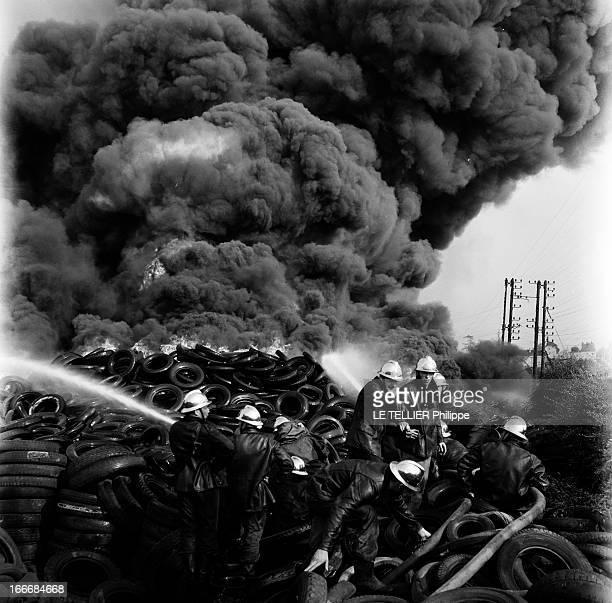 Fire Of A Tire Depot France juillet 1955 un dépôt de pneus est incendié près d'une voie de chemin de fer de la SNCF Les pompiers ont déployé...