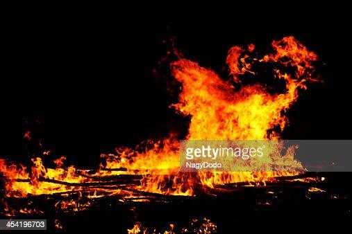 Fuego sobre fondo negro : Foto de stock