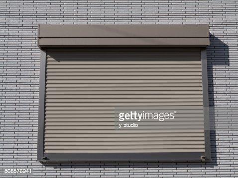 Fuoco otturatore della finestra della casa. : Foto stock
