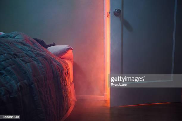 Feuer durch Schlafzimmer nebenan