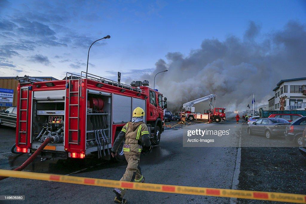 Firefigher running to fire scene