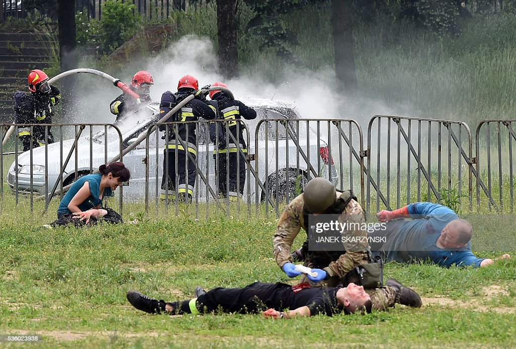 Firefighters and medical assistance train during anti-terrorism exercises on May 31, 2016 in Warsaw. Polish anti-terrorism units hold exercises in Poland's national stadium in Warsaw where NATO will hold summit in July. / AFP / JANEK