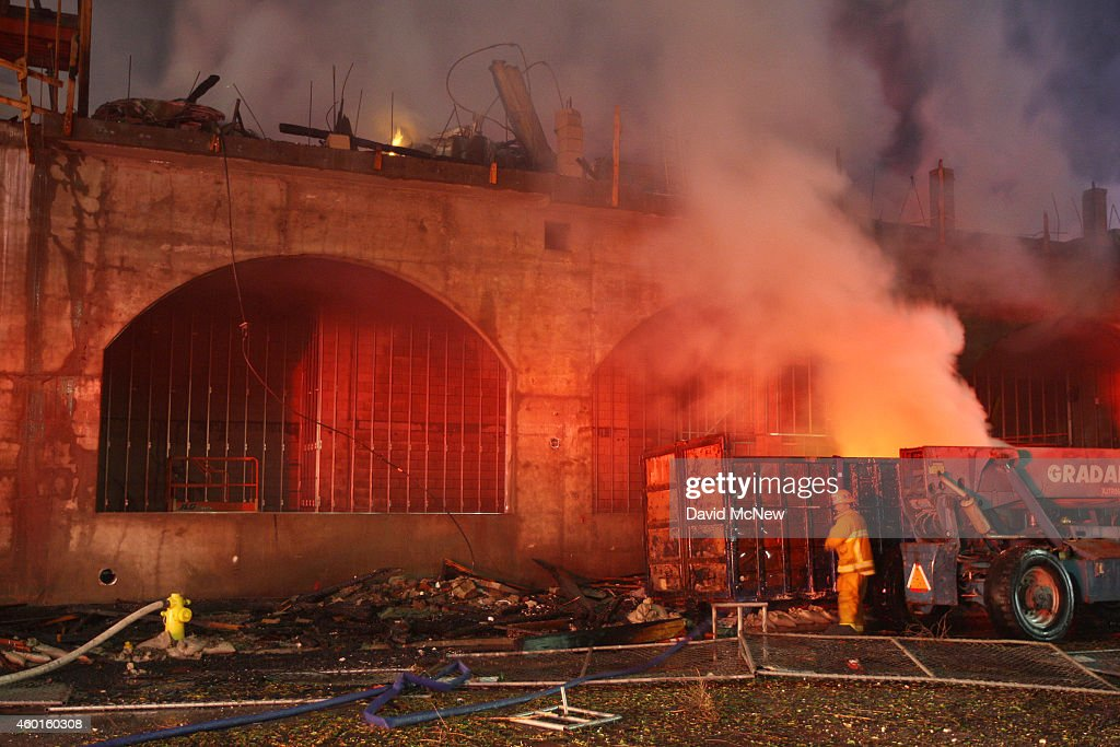 Firefighters battle a fire that destroyed a sevenstory apartment building under construction on December 8 2014 in Los Angeles California The fire...
