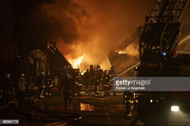 Firefighters battle a warehouse fire in the early hours on November 4 2005 in AulnaysousBois outside Paris France French authorities deployed 1000...