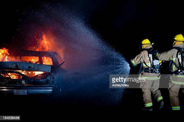 Feuerwehrleute fighting fire