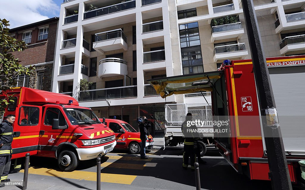 Firefighters stand next to their vehicles near the premises of the 'Syndicat de la magistrature' (Magistrates union) on April 29, 2013 in Paris, after the union received an envelope containing suspect white powder which happens to be food powder according to first police tests.