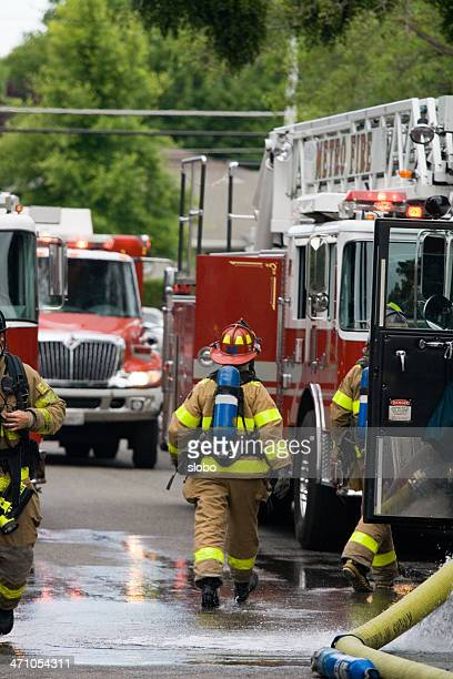 Firefigters se précipiter